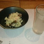 83042755 - お通し(いぶりがっこが入ったポテサラ)                       日本酒は「カワセミ」