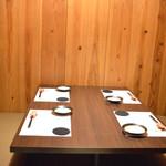 和酒房 山本 - 四名様用テーブル席