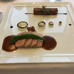 ラ・フェット ひらまつ - マンガリッツァ豚のロティ、挽肉のパートブリック包み、オニオンマリネ、万願寺とうがらし?オニオンソース、バルサミコ酢ソース