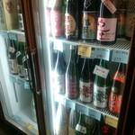 すわやま酒場 - 店内冷蔵庫で日本酒も販売されていました