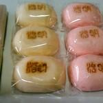 最上屋 - 料理写真:越の荒海 二個、明治饅頭各赤、白三個