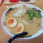 博多金龍 - 味玉ラーメン(太麺・490円)