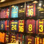 楽天カフェ - FCバルセロナの各選手のサイン入りユニフォーム1(2018年3月31日まで展示)