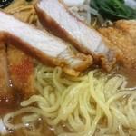 ラーメン屋 壱番亭 - 麺&パーコーの断面w