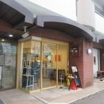 蜜家 -  お店は明治通り沿い、中央区役所と赤坂駅の真ん中位にあります