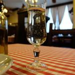 トラットリア デル パチョッコーネ - スパークリングの白グラス