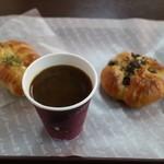 レフボン - 料理写真:ブレンドコーヒー(124円) ちくわぱん(105円) 塩あんぱん(120円)