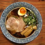 頑固麺 - 醤油ラーメン 750円