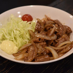 ゴールデンもつ - ホルモン炒め ¥540 玉ねぎと炒めた定番中の定番。定食のおかずでもある。