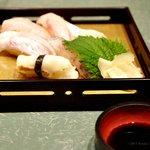 花庄八 - 料理写真:料理・にぎり