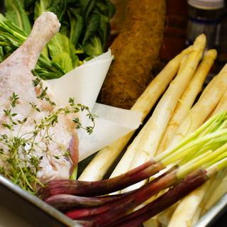 ヨーロッパ、日本国内から旬の食材をご用意。