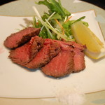 夢食房 魚とや - コースの中の一品「仙台牛の炙り」