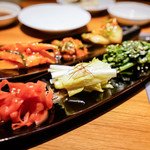 焼肉 ジャンボ - キムチとナムル