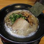 麺屋 じょっぱり - 料理写真:とんこつラーメン 黒