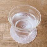 83067058 - お冷や  グラスの形がかわいい!
