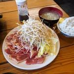 溶岩焼き 山賊食堂 - モモ 鶏ハラミ定食¥890