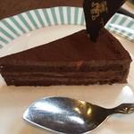 83070840 - オレンジの香りと口溶けの良いチョコレートケーキ