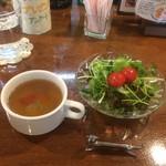 83078845 - セットのスープとサラダ