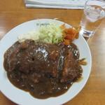 ミヨシ - 料理写真:たっぷりソースがかかったカツカレー