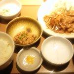 やよい軒 - 生姜焼き定食と納豆