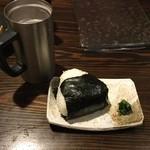 塚本鮮魚店 - 【皆で食べました】おかかのおにぎり(280円)はおいしかったです。
