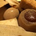 屋台屋 博多劇場 - 「おでん盛合せ」接写。味わいは可もなく不可もなし。極々普通の味であろうか。