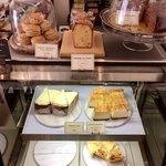 83084227 - ケーキや焼菓子の販売もされています