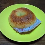 コシニール - ブルーベリークリームチーズのベーグル 220円
