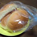 ペルタ・レクラン - もちもちバターロール(3個) 180円(税別)