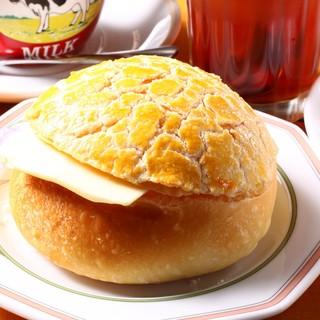 菠蘿油バター入りポーロ―パオ