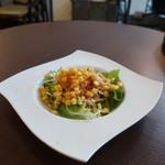 Uo - レタス、コーン、水菜、大根、人参、トレビスのサラダ