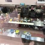 83089580 - 2階の窓からのぞいた調理場