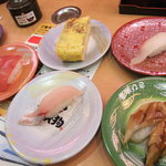 すし天狗 - 105円寿司いろいろ。