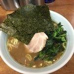 横浜ラーメン武蔵家 - 料理写真:ほうれん草増しラーメンアップ