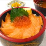 海鮮茶屋 濱膳 - いくらとサーモンの親子丼