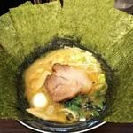 83104161 - ラーメン750円麺硬め。海苔増し100円。