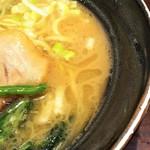 83104196 - 若干クリーミーなスープ。