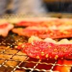 豊中牧場 - 味わいある七輪で焼くお肉は、どれも美味しくコスパ良し!