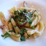 クラリタ ダ マリッティマ - やまゆりポーク挽肉とゴボウ、ルーコラのカザレッチェ★パルミジャーノの酸味強めの香りに、ルーコラが爽やかさを添えています♪(2011/2)