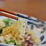 原宿はしづめ - 柚子麺の持ち上げ