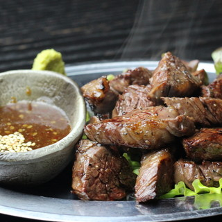 """数量限定""""牛サイコロステーキ""""など個性的な一品料理が豊富!"""