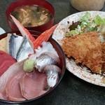売店 清水 - 海鮮丼(日替り)+アジフライ