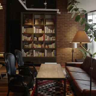 アンティークチェアに上質なソファー。時間を忘れる快適な空間
