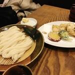83116356 - 天ざるうどん(鶏と野菜天)1000円ぐらい