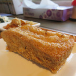 豆藤・加藤本店 - 厚揚げは揚げたてを提供されます。プレーン・ねぎ唐辛子・柚子・シソ・ゴマのフレーバーから選べます。
