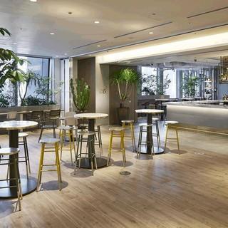 プライベート感のあるワークスペースとくつろげるカフェスペース
