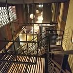 83121184 - 入店すると階段で地下へ降りる