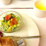 83121783 - サラダ、パン、前菜、スープ