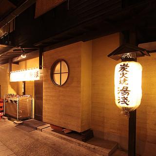 田町駅からすぐ、慶応通りの脇に入った路地裏で一献