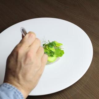 芝先康一氏の作るお料理には温かいおもてなしの心があります。